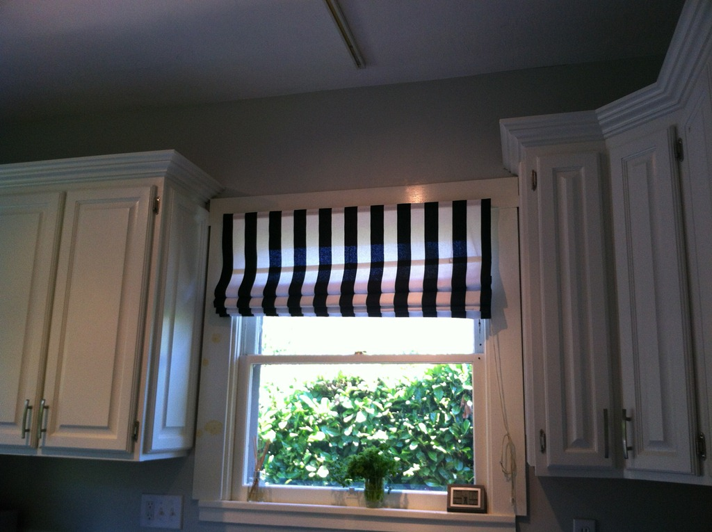 Kitchen mini blind update or pinspiration no sew roman for Decor blinds and shades
